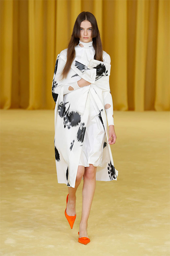 LOOK 01 PRADA SS 2021 WOMEN COLLECTION